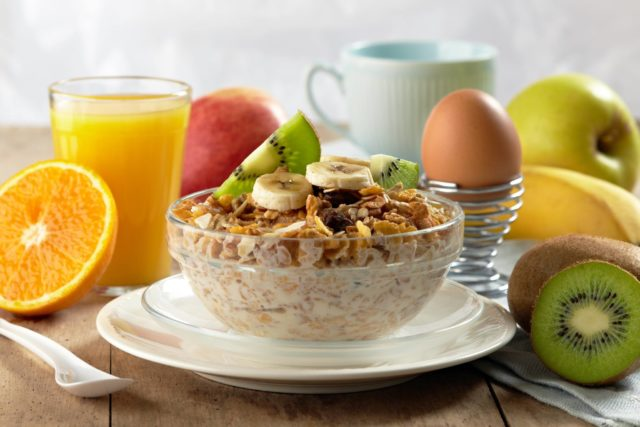 Питаться исключительно качественными продуктами (исключить всевозможные сухарики, чипсы, фастфуды)