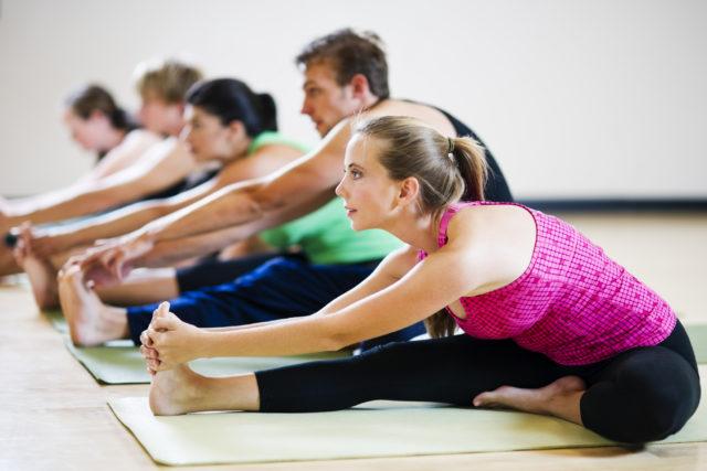 Опытные проктологи советуют заниматься не просто физическими упражнениями, а освоить такой экзотический метод борьбы с геморроем, как йога