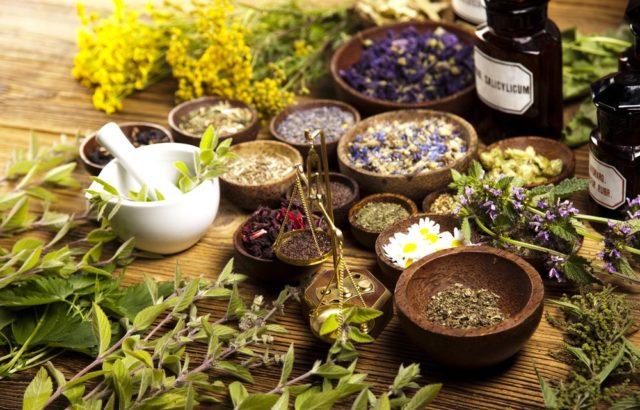 В жидкость для ванночек добавляют отвары указанных выше растений, прополис, прочие природные вещества