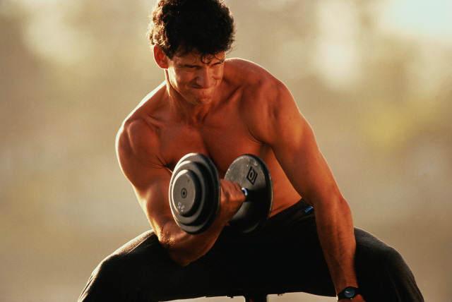 Работа с тяжелыми грузами или же спорт, связанный с тяжелой атлетикой