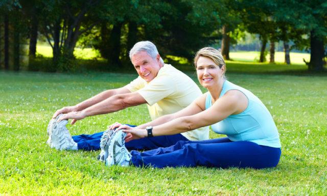 Вы должны стараться втягивать в себя, а потом расслаблять мышцы, удерживающие анус