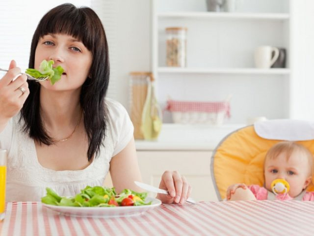 В рационе должны преобладать фрукты и овощи