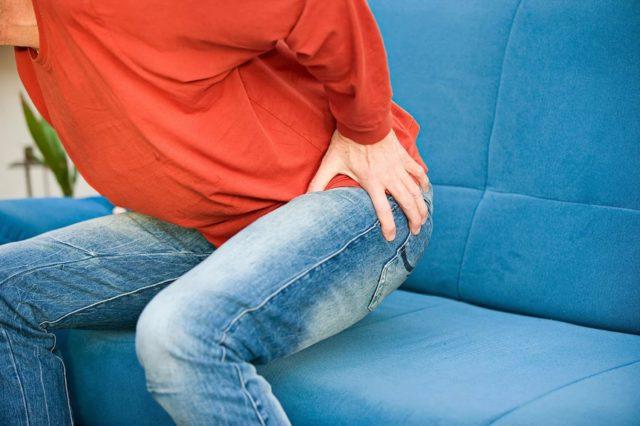 Реже встречаются гематомы области анального канала, обильные кровотечения при ущемлении и некрозе внутренних узлов