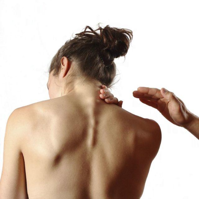 Меновазин хорошо устраняет болевой синдром и значительно облегчает состояние больных остеохондрозом и радикулитом