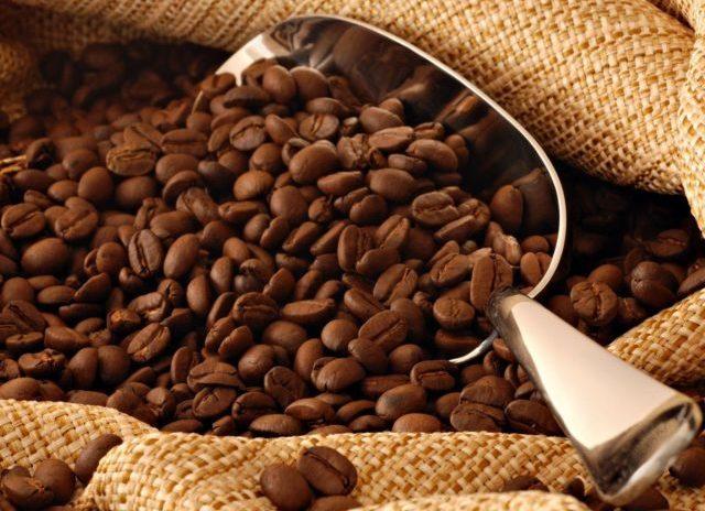 Так же употребление кофе вызывает запоры, которые очень нежелательны во время лечения недуга