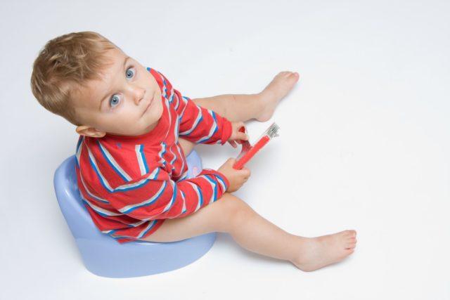 Страдают от этой неприятности дети самого разного возраста, начиная с грудного
