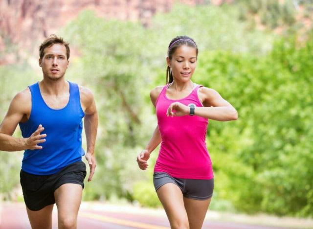 Не стоит бежать так, словно вы сдаете нормативы по физкультуре – бег должен быть размеренным и приносить вам удовольствие