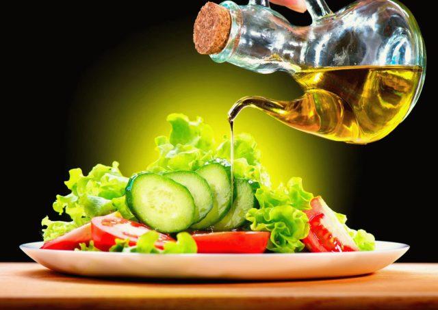 Предпочтение нужно отдавать печеным и вареным овощам: сырые пробовать с осторожностью, наблюдая за реакцией организма
