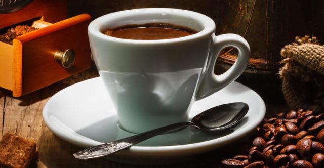 В кофейных зёрнах содержится вещество, которые обладает лёгким слабительным действием