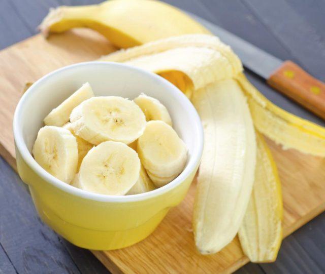 Для лечения запоров достаточно употреблять 1-3 банана в день