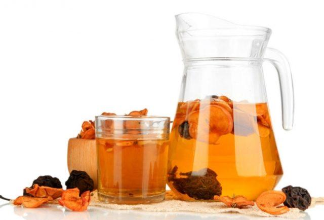 Также из сухофруктов можно готовить вкусный компот и пить его в течение долгого времени