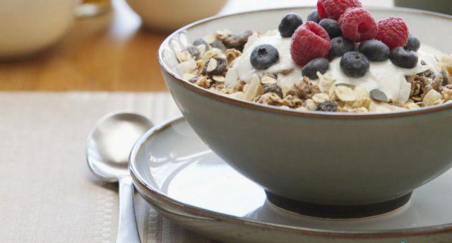Если постоянно употреблять продукты богатые на пищевые волокна, можно на длительный период забыть о непроходимости кишечника