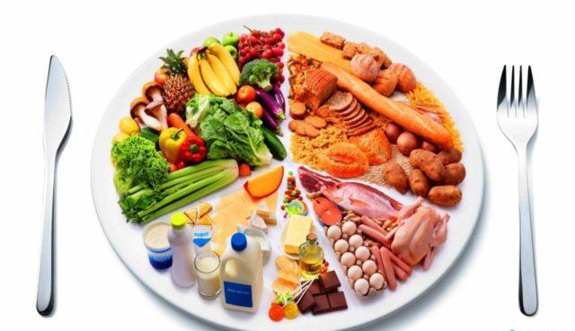 Диета при запоре у пожилых обязательно включает в себя продукты, богатые растительной клетчаткой